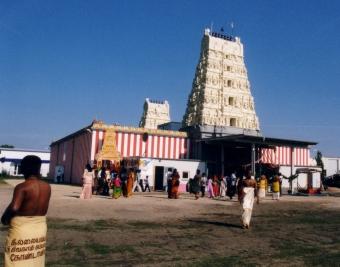 Der Sri Kamadchi Ampal-Tempel mit Blick von Südosten her, am Morgen vor der Grossen Prozession, 15. Juni 2003. Foto: M. Baumann